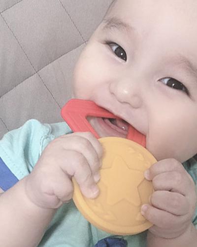 はじめてのメダル メダルの歯固め elenanao様